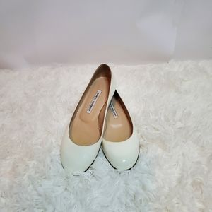 Manolo Blahnik patent leather round toe flat 37.5